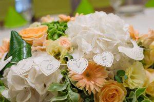 Esküvői_asztaldísz_szererelm_felirattal