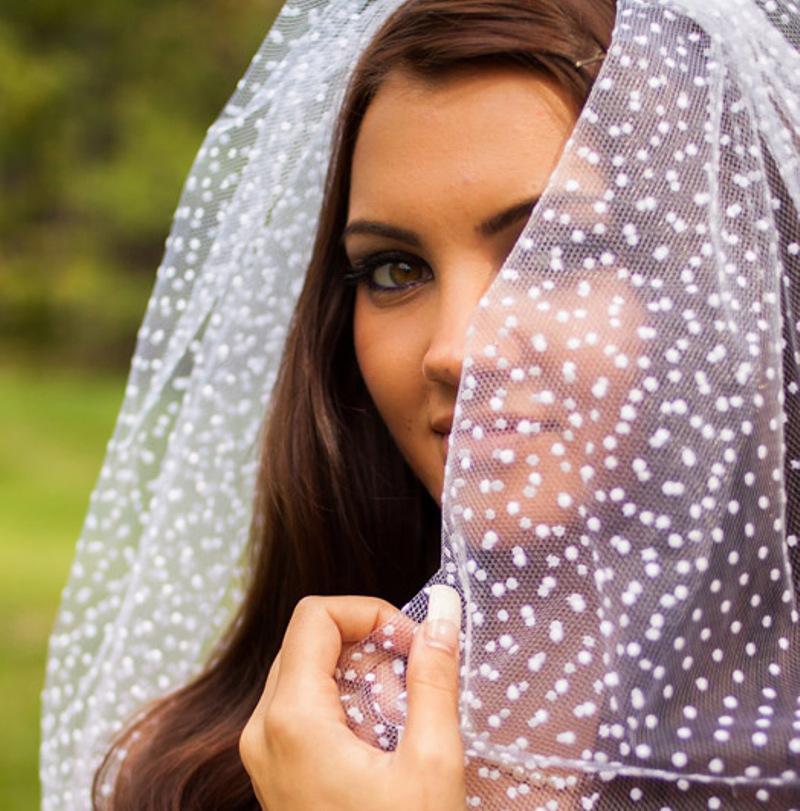 menyasszony-elfatyolozza-arcat