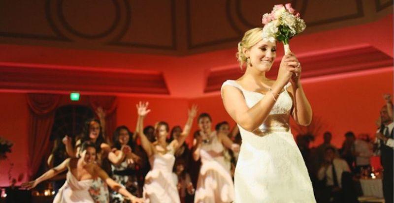 menyasszonyi csokor dobás