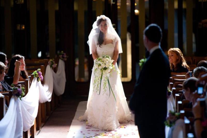 menyasszony bevonul