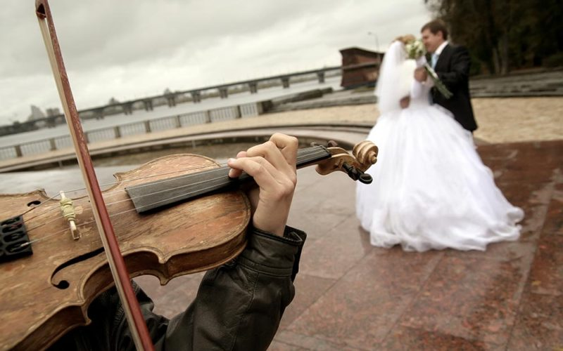Choose-The-Right-Wedding-Music-–-Live-Entertainment-Bands-800x500