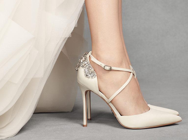 acb3d0fa3e 3x3 tipp esküvői cipő választásához (1. rész) - Visegrádi Esküvő